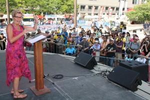 La Premier Kathleen Wynne se dirige a la comunidad Hispano-Latina durante la celebración del festival Hispanic Fiesta el pasado fin de semana.
